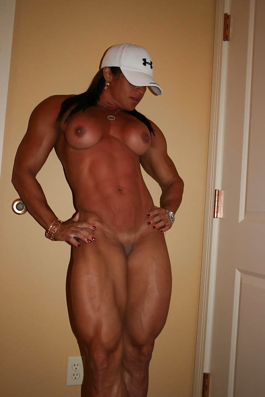 SEXY MUSCLE WOMAN 3